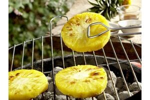 Готовим на гриле десерты: ананас