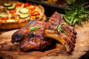 Свиные ребрышки с китайским соусом барбекю