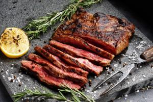 Скерт стейк – что это и как готовить на гриле